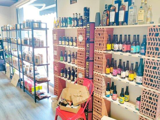Pinoso, إسبانيا: -Disfruta de nuestra terraza y productos gourmet de calidad. -Amplia variedad de vinos y cervezas artesanales nacionales y de importación -Disponemos de tienda online