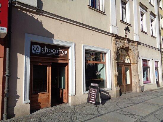 Swidnica, Poland: Kamienicę pod nr 8 zapamiętałem podwójnie . Tu mieści się świdnicka manufaktura czekolady a kamienica owiana jest legendą o jednym z rajców miejskich