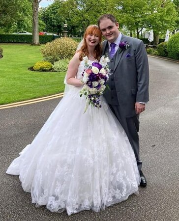 Harrogate, UK: Wish i had the photo of the B&G by the fountain the ground are just amazing for photo,  I'm glad the weather stayed dry.  Great place for a wedding the staff and food were just amazing.  If anyone wants to complain about the place,  I advise you get a life first