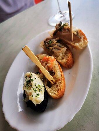Polesella, Italy: Spaghetteria Clinica dei Sani , antipasto ( cicchetto ) a base di pesce