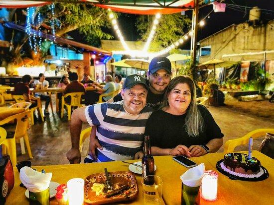 #felizcumpleaños  #fiesta #celebration #celebracion #nightlife #nighlights  @treehousebarandgrill   #outdoorvenue #lacruzdehuanacaxtle #livemusicmexico #RivieraNayarit #RestaurantesRomanticos
