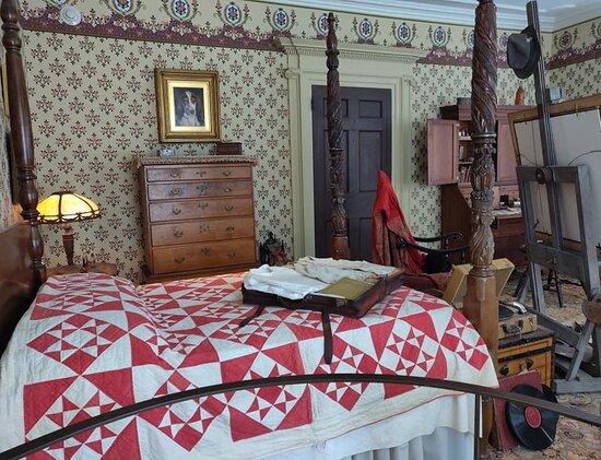 A parlor bedroom.
