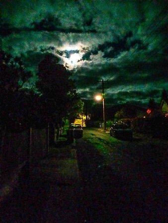 Blue Mountains, Austrália: Full moon in Blackheath