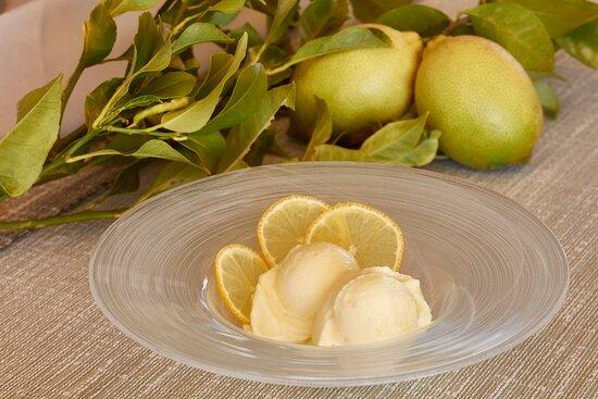 Sorbetto fatto in casa al limone