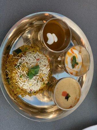 BIRYAN  Riso,Verdure Miste/Carne,Sugo di cipolla,Menta,Cumino,Burro,6 spezie Nepalese