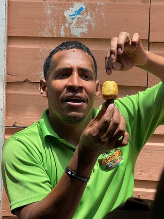 Roatan, Honduras: Cleve is always informative about everything! I learned so many things on his tour!