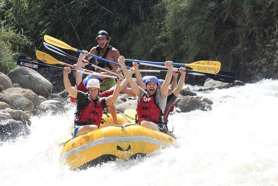 Upper Balsa River White Water Rafting Class 3/4: rapidos
