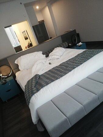 Limpio, baño amplio, camas confortables.