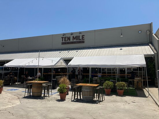 Signal Hill, CA: View of the store front from the driveway, Outdoor seating is set up.