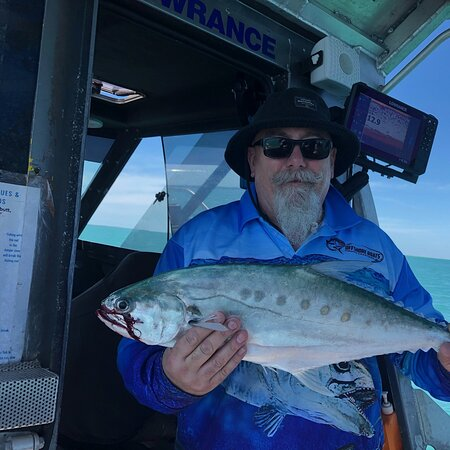 Darwin, Australië: Caught on a charter with Offshore Boats Fishing Charters