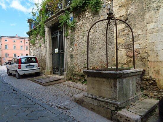 Pozzo di captazione dell'acqua dalla sottostante cisterna romana (su via Garibaldi vicino a piazza Matteotti)