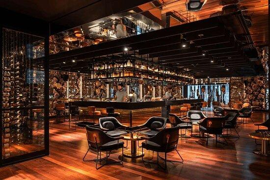 Santini Bar & Grill