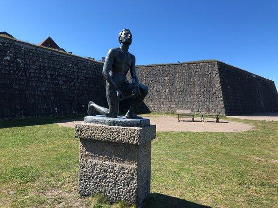 Gustaf Ullman-statyn