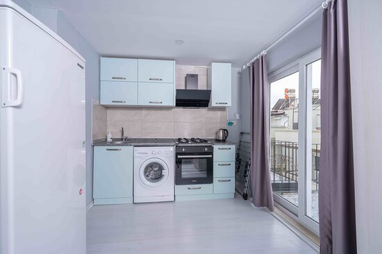 SATISFIED MOOD 303 KITCHEN WITH BALCONY