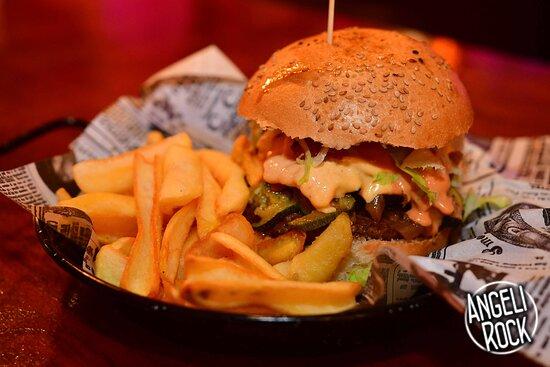 panino con hamburger e molto altro