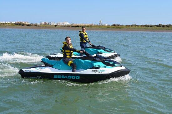 Atrévete a disfrutar de nuestra aventura en moto de agua