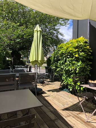 Une partie de la terrasse du restaurant GIORGIO.