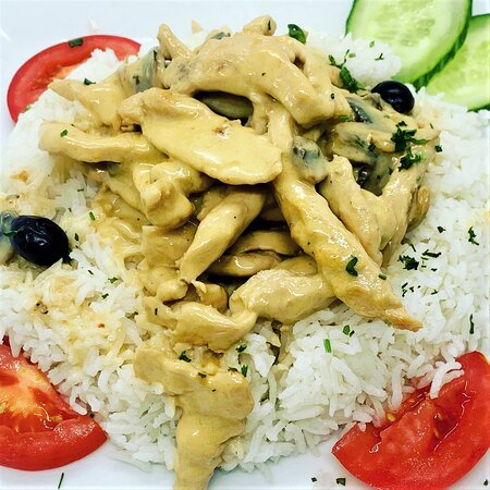 STROGONOFF DE VACA OU FRANGO beef or chicken fillets in a creamy sauce served with rice.