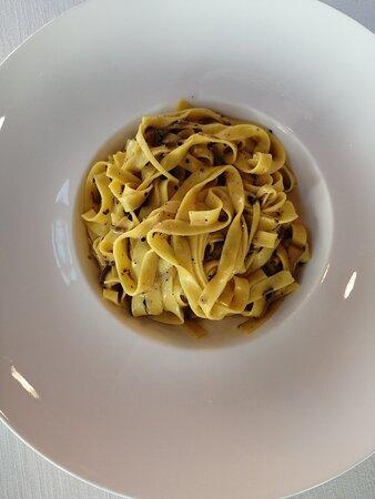 Primo: Fettuccine con tartufo nero dei Colli Berici.