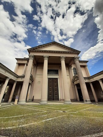 Novara, Italië: l'imponente complesso della cattedrale di Santa Maria Assunta