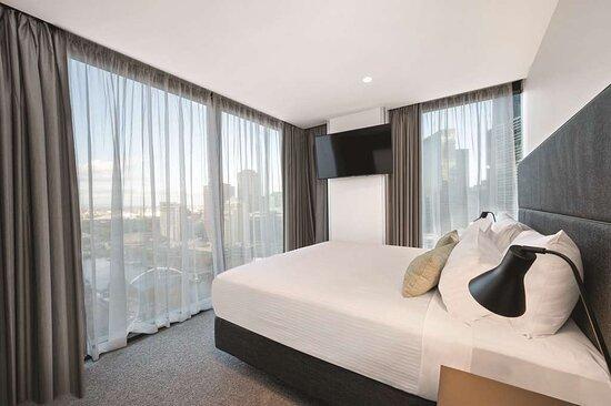 vibe hotel melbourne fletcher suite bedroom
