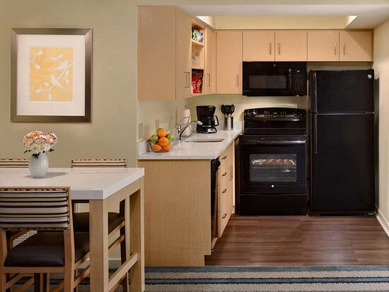 Suite - Kitchen With Oven