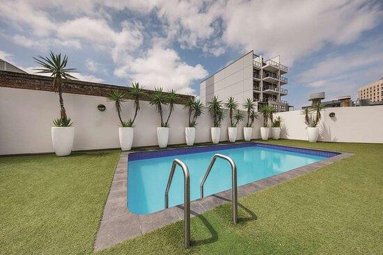 vibe hotel sydney pool