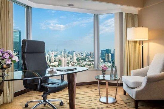 Guest Room at The Kunlun Jing An Shanghai
