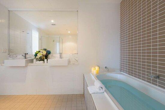 Sage Suite Bathroom
