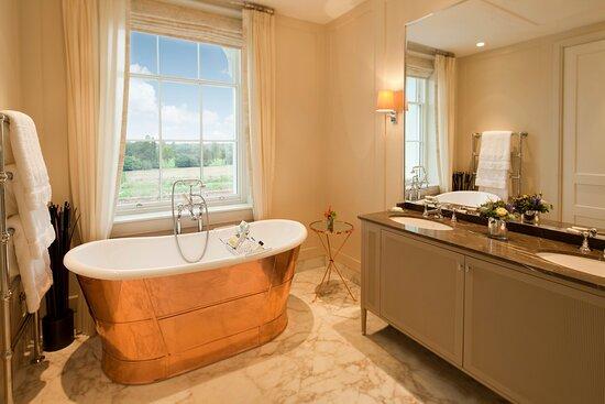 Coworth Park_Mansion House Junior Suite_Bathroom