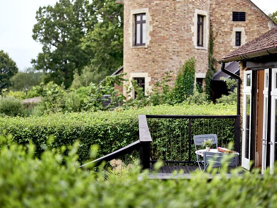 Coworth Park Gardener's East Cottage garden