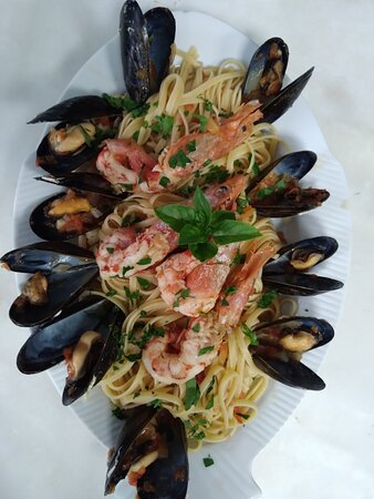 Linguini with fresh Mussels and prawns
