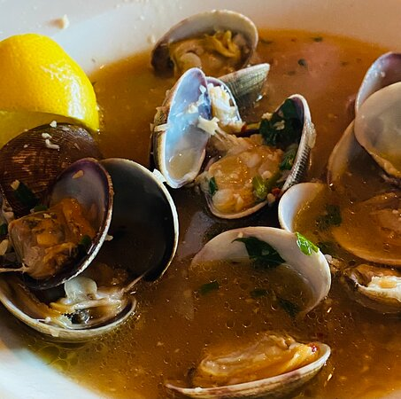 Pleasant Hill, OR: Grand Marnier chocolate mousse Fancy touches Steamer clams  Mediterranean seafood pasta