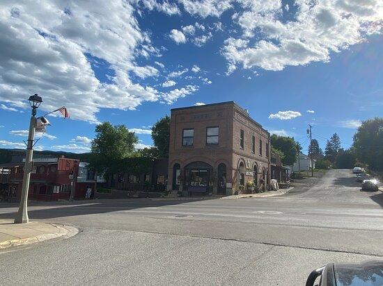Montana Farmacy Village Square