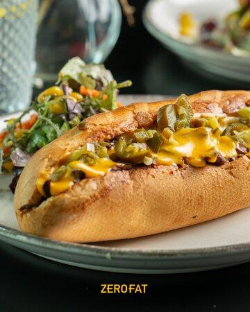 كيف تقدر تقول لا؟!الجبنه ذايبه و اللحم يهبل! 🤤  How can you resist? the bread, toasted. the cheese, melted. the beef, insane!!