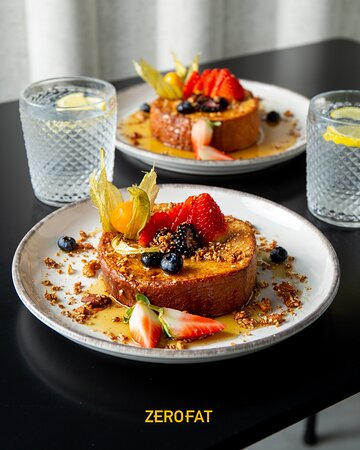 في خاطرك فطور؟ هذا الفرنش توست من افضل مبيعاتنا، تأكد انك تخلطة مع الصوص قبل ما تجربه 😍!  Got to work early and craving breakfast? so are we! This french toast will make any day feel like a breeze!