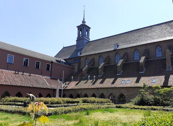 Vanaf kloosterzijde