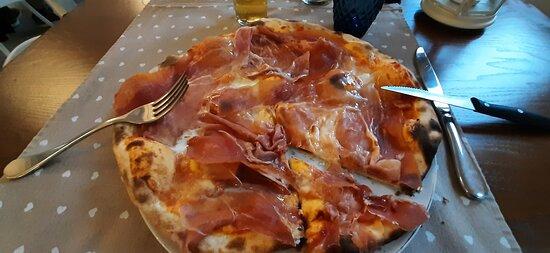 """Questa si chiama la pizza del """"busta"""""""