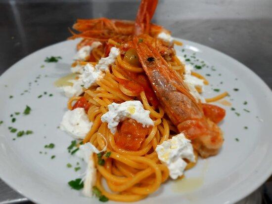 Spaghetti pachino gamberoni e burrata