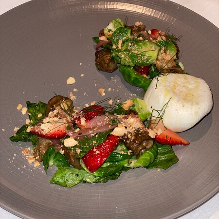 Bread. Lobster. Burata & strawberry. Short rib. Scallops. Desserts.