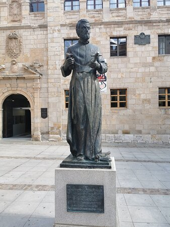 Estatua de San Alfonso Rodríguez de Zamora