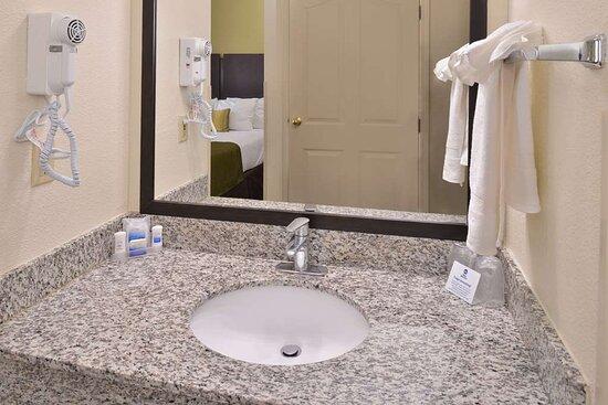 Los Banos, CA: Guest Bathroom