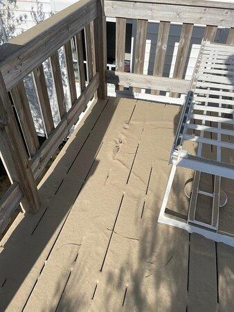 terrasse bord de mer toujours recouverte de sable