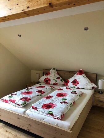Wipfelstübchen - Schlafzimmer mit Doppelbett