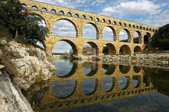 Liten gruppe dagstur rundt historisk Provence fra Avignon
