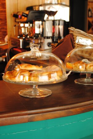 Cafetería y Medialunas