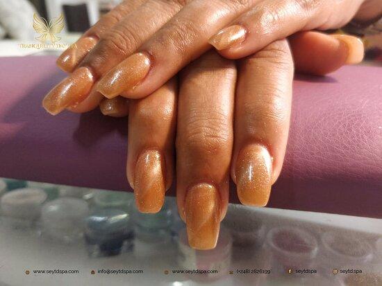 Mahé, Seychellen: Pretty nails make me smile.