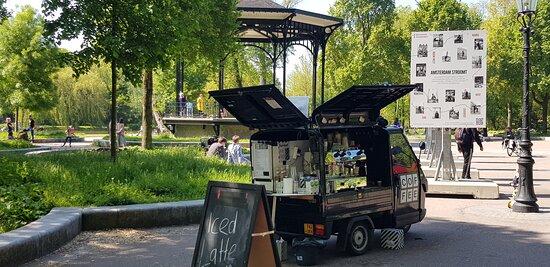 Onze coffee to go bar in het Oosterpark in Amsterdam