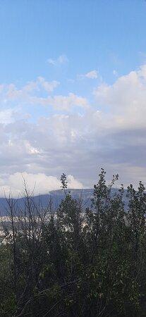 Θέα από τα βραχάκια στο αττικό άλσος