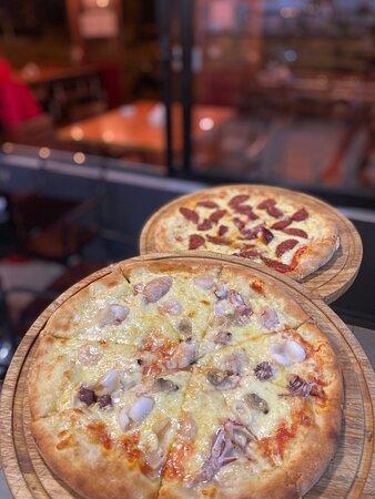 Pizza Sea fruits😋 Pizza peperoni😋